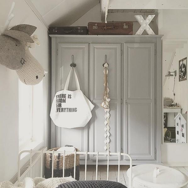 La Estilista Odyvet y su decoración Rústica con múltiples materiales: metal, algodón y bolsas de papel de Uashmama alrededor.