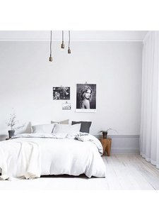 Une chambre à coucher en harmonie parfaite entre le gris et les tons naturels - vu sur Instagram