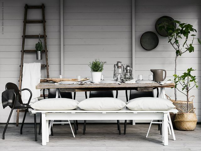Scandinavian Summer table setting - Seen on Bloglovin Aftonbladet Sweden