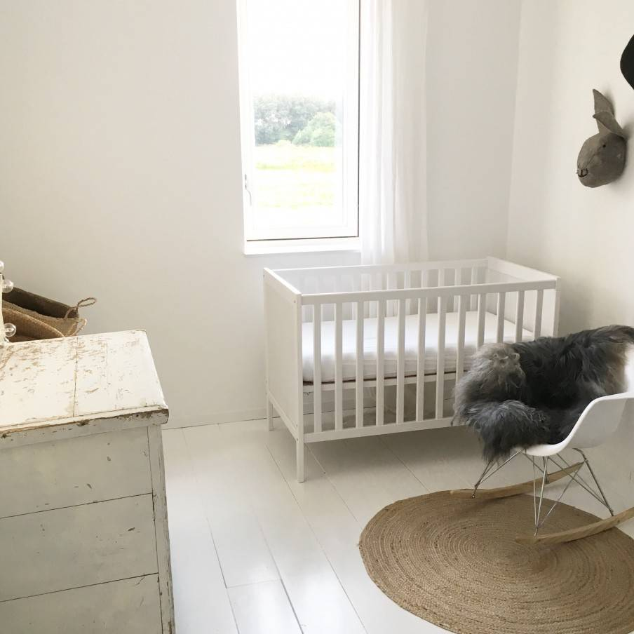 A serene white base and natural details give soul to this Scandinavian-Ethnic apartment - seen at VT Wonen