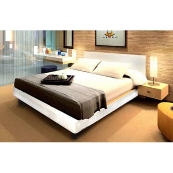 2-persoons bed van crème leer 180 x 200 cm.