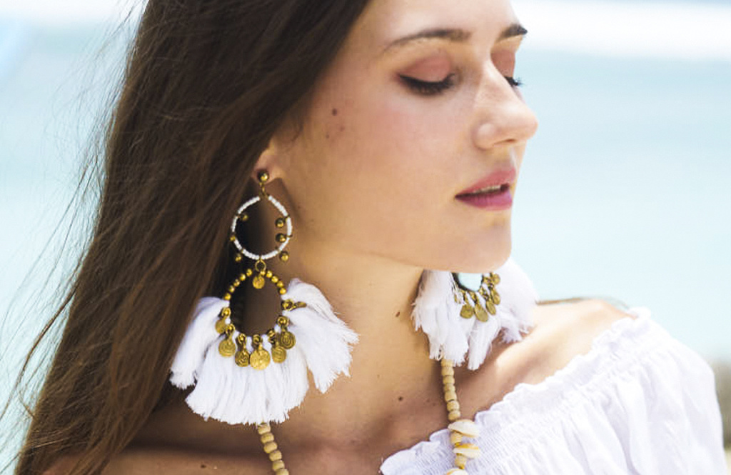 It's all about the extras: complete your outfit with jewelry