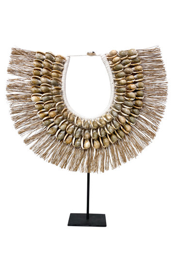 Shell Necklace On Standard Raffia Taupe 45cm