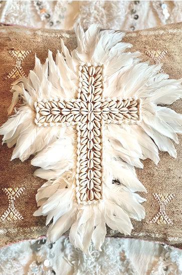 Croix Coquillages Plumes Blanc Cassé