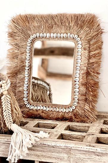 Mirror Gambar Shells