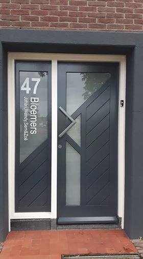 Voordeursticker huisnummer, familienaam & namen - raam en deur stickers - voordeur stickers