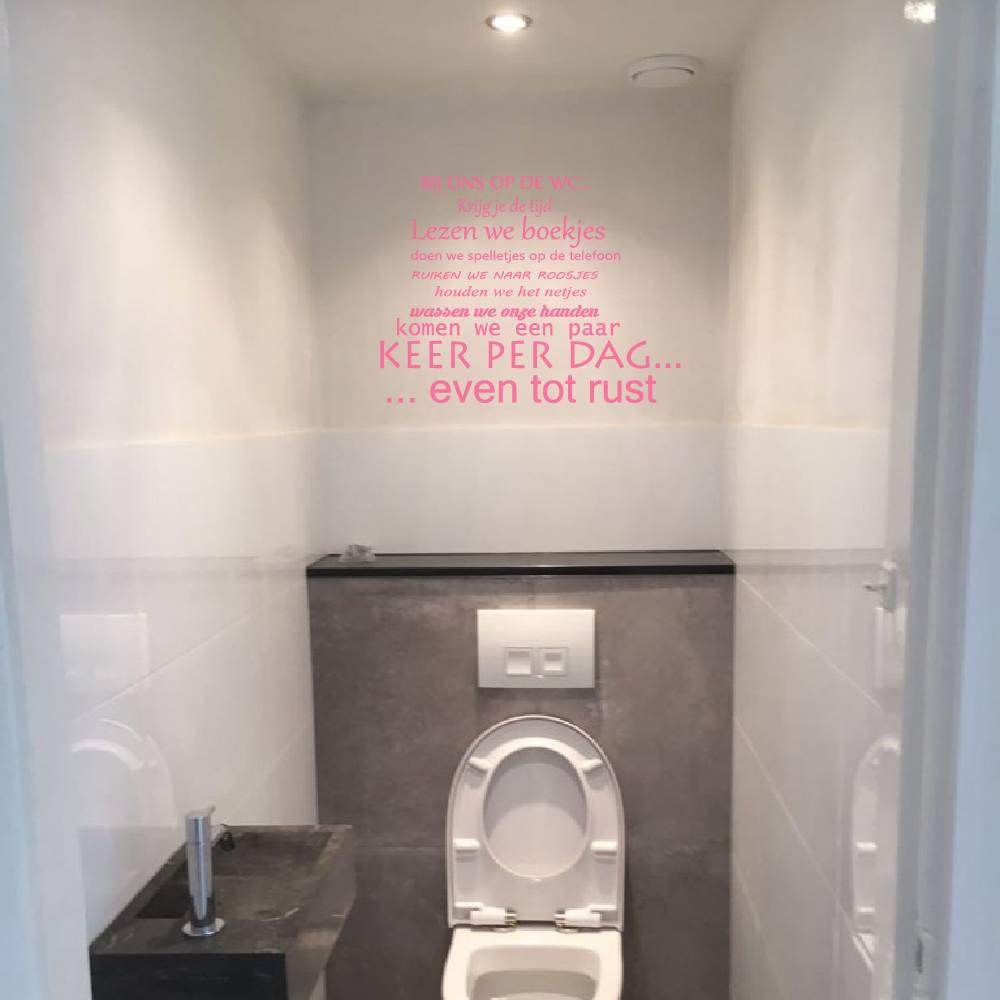 Muursticker bij ons op de wc -  toilet