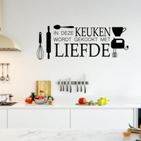 Muursticker in deze keuken wordt gekookt met liefde