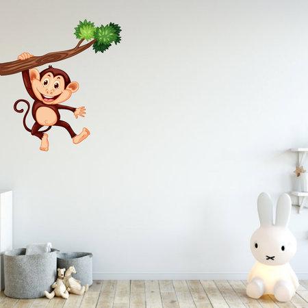 Muursticker aap hangend aan tak
