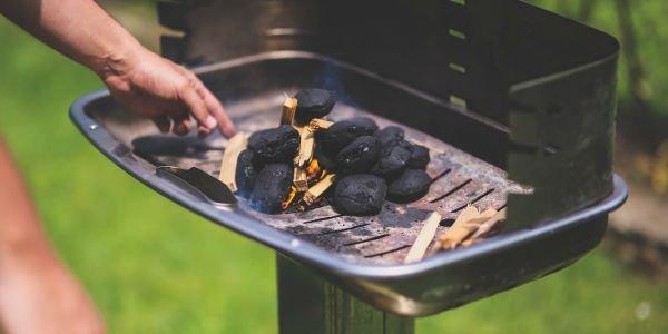 Bbq Aansteken Met Starter.Houtskool Barbecue Aansteken Horticenter