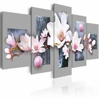 Schilderij - Eerste dag van de lente , wit grijs , magnolia , 5 luik