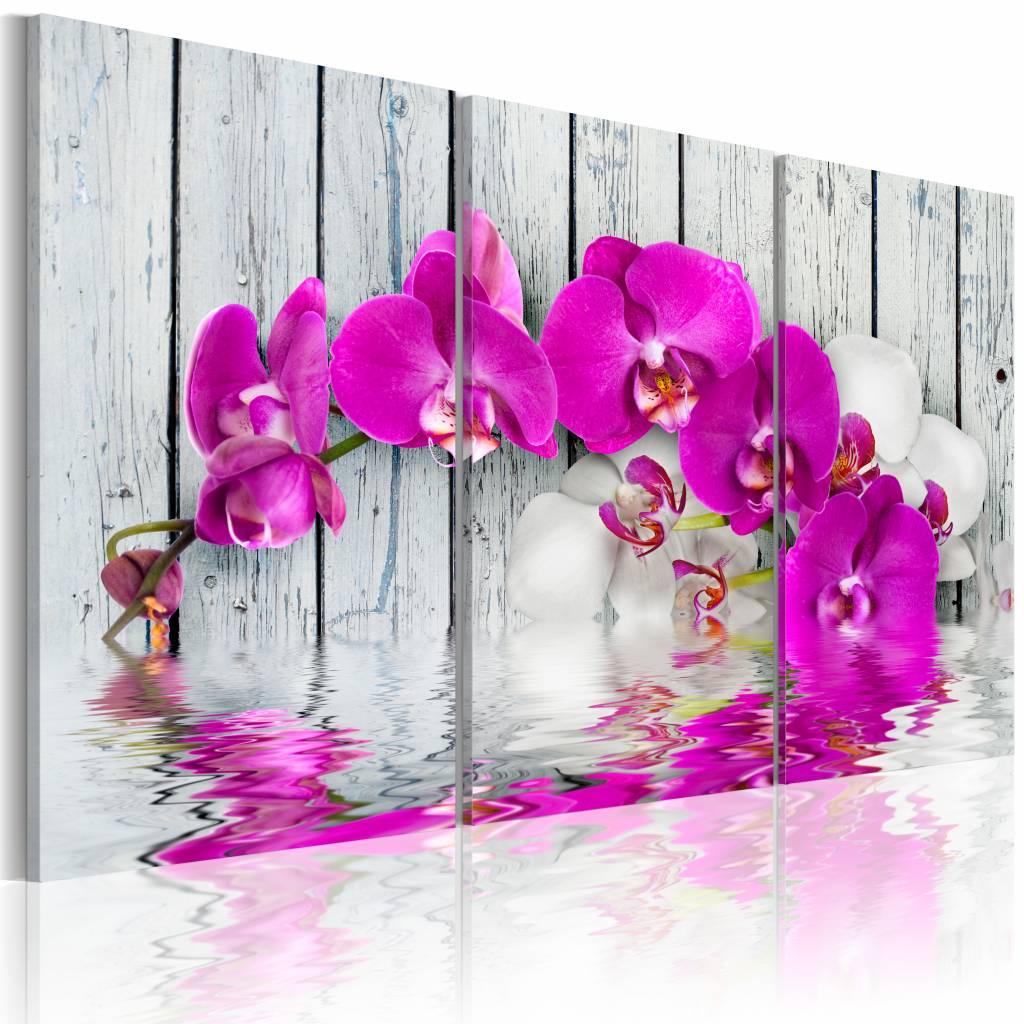Schilderij - Orchideeën in harmonie , roze hout look , 3 luik