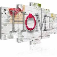 Schilderij - Thuishaven: Home - Rood ,  hout look , 5 luik