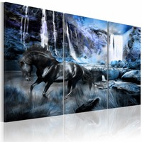 Schilderij Zwart paard voor waterval II, 3 delen, 2 maten, zwart/blauw