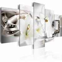Schilderij - Bloemen en parels , wit zilver look , 5 luik