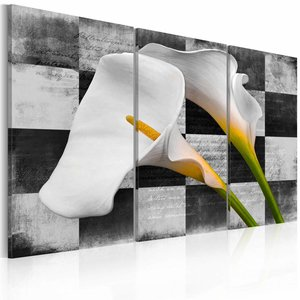 Schilderij - Op zwart en wit geblokt,  witte aronskelk , 3 luik , 2 maten , muur look