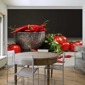 Fotobehang - Rode tomaten en pepers in vijzel