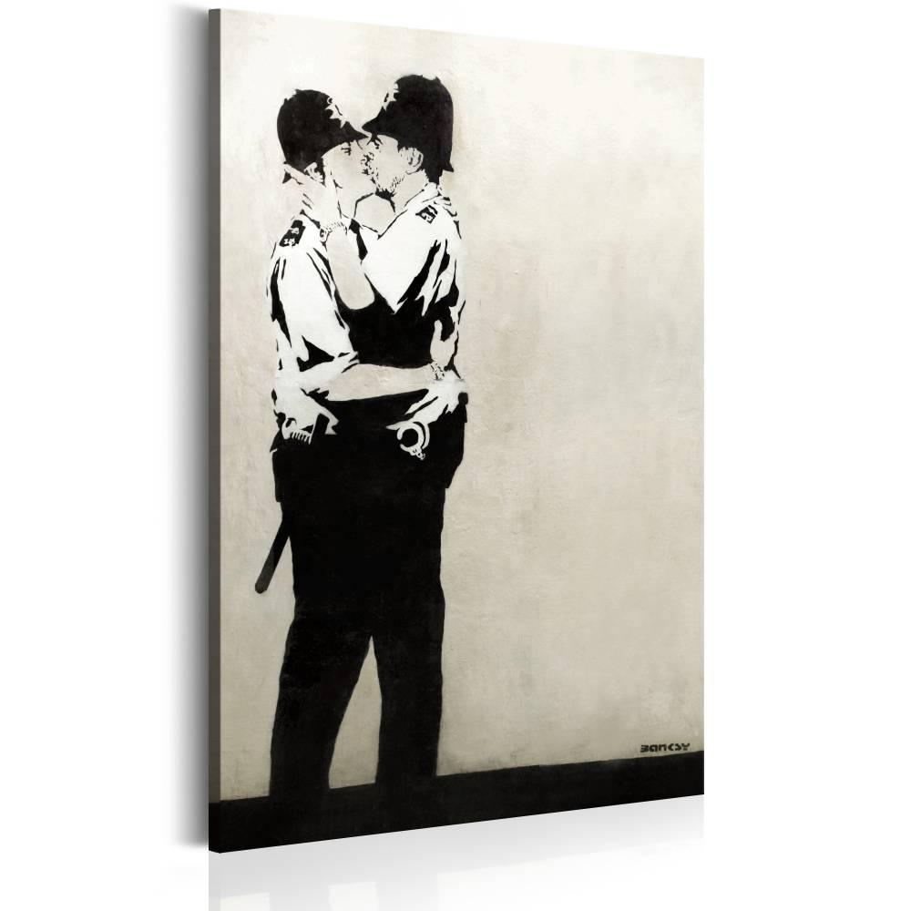 Schilderij - Kussende agenten by Banksy, 1 deel, 2 maten , beige zwart