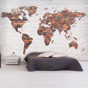 Fotobehang - wereldkaart stenen muur, premium print vliesbehang