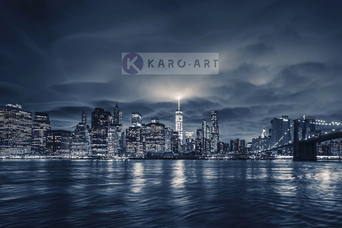Schilderij -  Zicht op Manhattan 's nachts, NYC, blauw -  1 luik - 120x80 cm