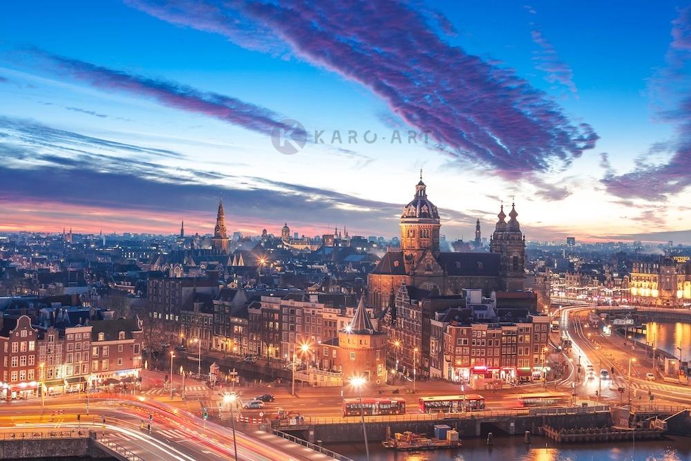 Schilderij - Nacht skyline centrum van Amsterdam, premium print, 3 maten , Multikleur