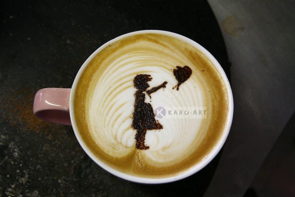 Schilderij - Banksy, meisje met ballon, Hoop, Latte Art , Beige Bruin , 3 maten , Wanddecoratie
