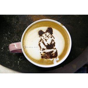 Karo-art Schilderij - Banksy, Kussende agenten, Latte Art , Beige bruin , 3 maten , Wanddecoratie