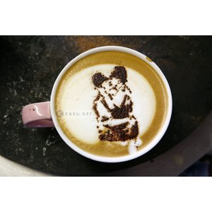 Karo-art Schilderij - Banksy, Kussende agenten, Latte Art