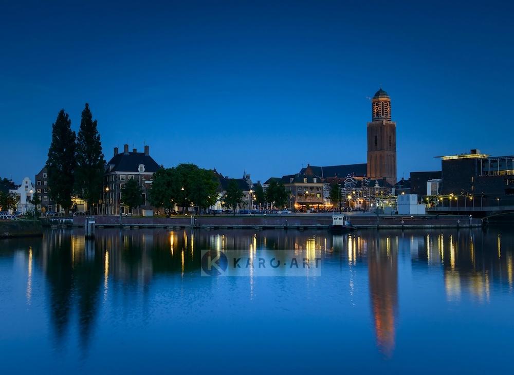 Schilderij - Zwolle in de avond , Multikleur , 3 maten , Premium print