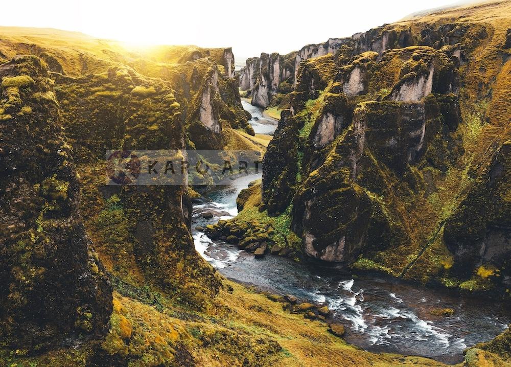 Schilderij - IJslandse Canyon , Multikleur , 3 maten , Premium print