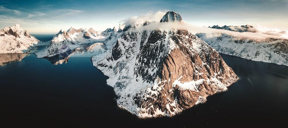 Schilderij - Panorama Noorwegen, Multikleur , 2 maten , print op canvas, premium print