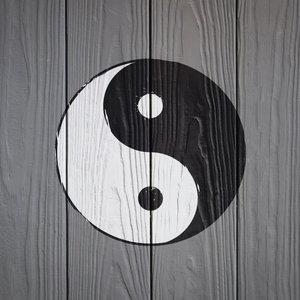 Karo-art Schilderij - Yin en Yang op hout (print op canvas) zwart, wit, grijs