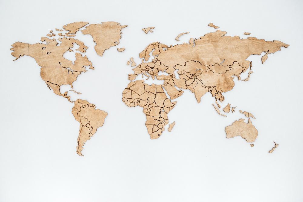 Schilderij - Houten wereldkaart, Bruin, 2 maten, Premium print