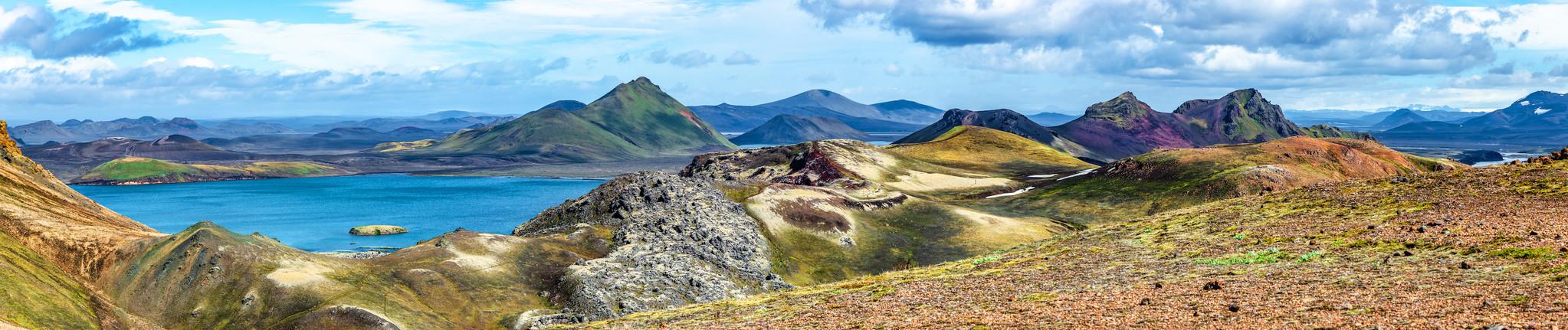 Schilderij -Kleurrijke Bergen, IJsland, 150x30cm. premium print -  1 luik
