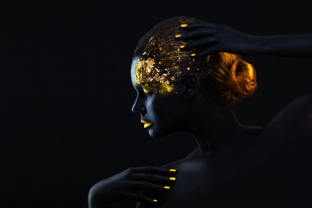 Schilderij -Vrouw in zwart en goud, 2 maten, wanddecoratie , premium print