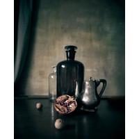 Karo-art Schilderij -Stilleven Granaatappel en Stolpflessen, 80x100cm. Wanddecoratie
