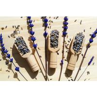 Karo-art Schilderij -Droge lavendelbloemen in houten lepels op tafel, 2 maten