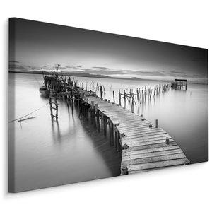 Schilderij - Steiger in een meer in zwart wit , Wanddecoratie , Premium print