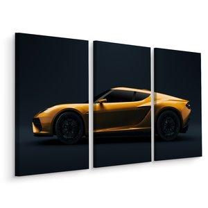 Schilderij - Gele sportwagen bij donkere achtergrond, 3 luik, premium print