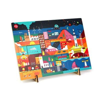 Ikonic Ontdekpuzzel van Studio Kars + Boom, getiteld 'Nacht'. Inclusief 2 standaardjes om de puzzel als decoratief object in je interieur te plaatsen.