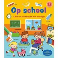Deltas Kleur- en stickerboek met woordjes - op school (3-5 jaar)