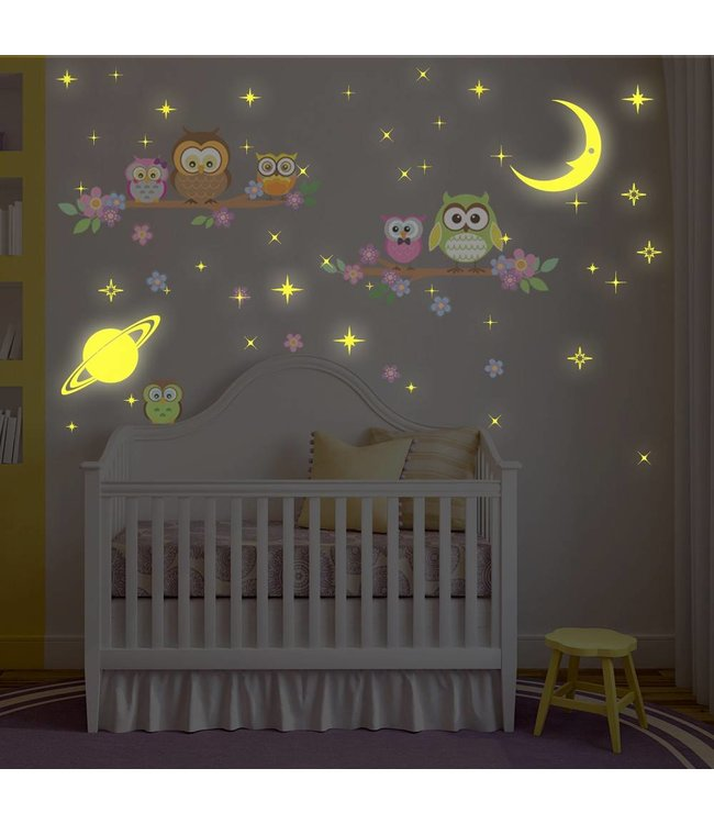 Muursticker leuke uiltjes op takken met glow in the dark sterren