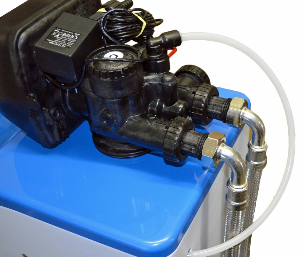 LFS CLEANTEC Water softening unit with proven CLACK control valve