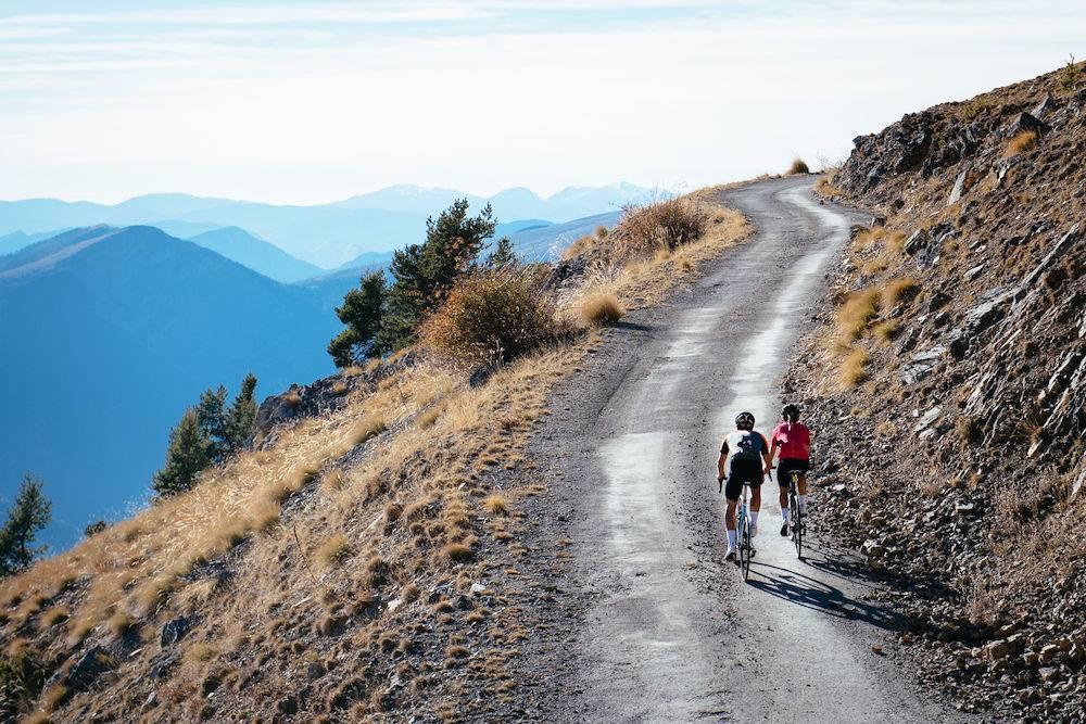 Een fietsbroek met zeem; fietsen zonder zadelpijn?