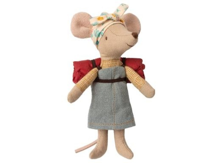 Hiking mouse, Big sister
