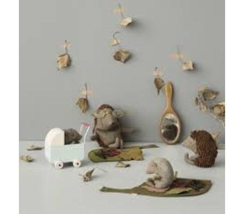 Baby Hedgehog w. leaf
