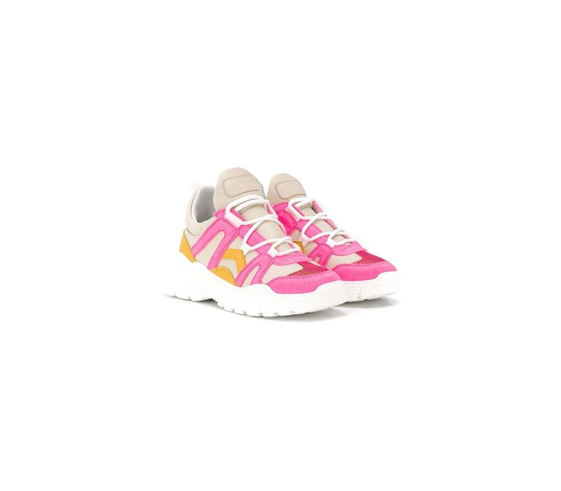 Sneakers with neon pink details, up to mommy size