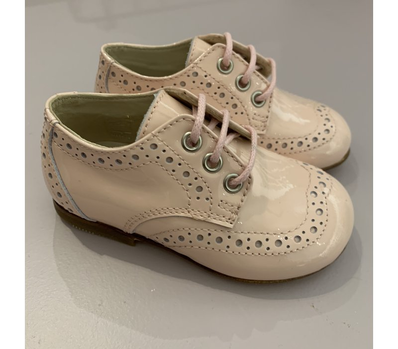 Lace-up lacquer pink shoes