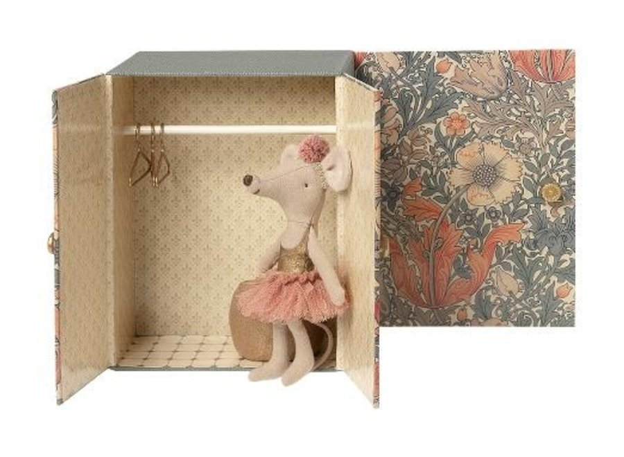 Dance Room w. Big Sister Mouse