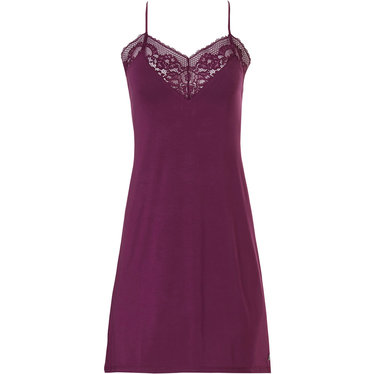 Pastunette Deluxe 'beauty in lace' rich bordeaux red ladies luxury nightdress with beautiful lace around the flattering, sensual 'sweetheart look' neckline and adjustable 'cross style' straps
